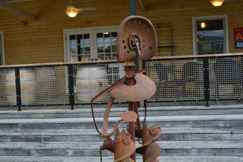 iron-statue-ouside-art-gallery